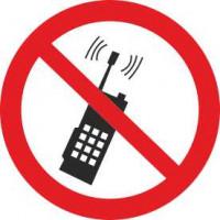 P18 Запрещается пользоваться мобильным(сотовым) телефоном или переносной рацией
