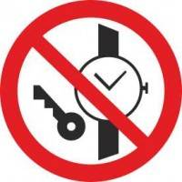 Р27 Запрещается иметь при (на) себе металлические предметы